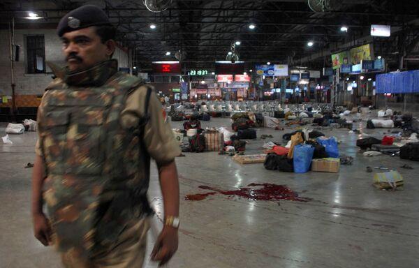 Железнодорожная станция в Мумбаи после теракта