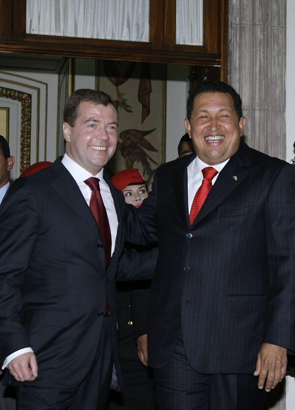 Президенты России и Венесуэлы на официальной церемонии встречи в Каракасе