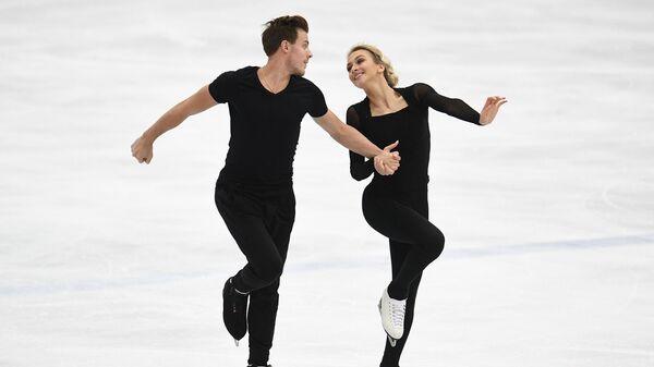 Виктория Синицина и Никита Кацалапов выступают с короткой программой танцев на льду на контрольных прокатах по фигурному катанию.