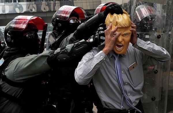 Акция протеста в торговом районе Causeway Bay в Гонконге