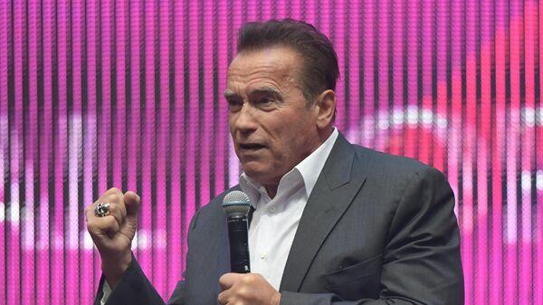 Голливудский актер, экс-губернатор Калифорнии Арнольд Шварценеггер выступает на Synergy Global Forum на стадионе Газпром Арена в Санкт-Петербурге