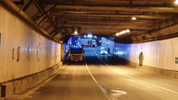 Работа оперативных служб на месте возгорания автобуса в Алабяно-Балтийском тоннеле. 7 октября 2019