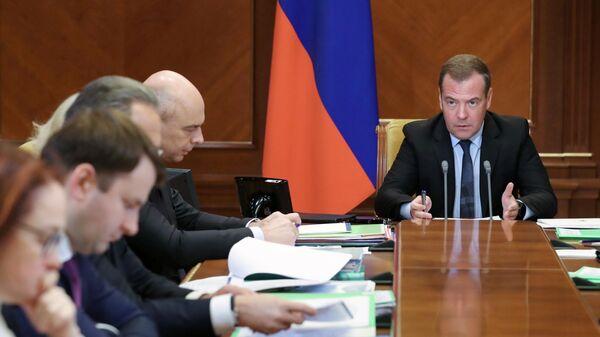 Председатель правительства РФ Дмитрий Медведев проводит совещание о дополнительных мерах по ускорению экономического роста. 8 октября 2019