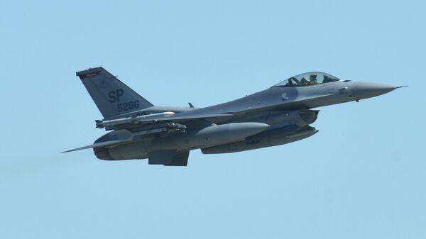 Американский истребитель F-16 Fighting Falcon