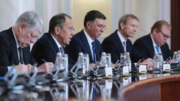 Министр иностранных дел РФ Сергей Лавров во время переговоров с министром иностранных дел Казахстана Мухтаром Тлеуберди