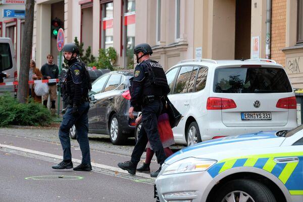 Сотрудники полиции на месте стрельбы в Германии