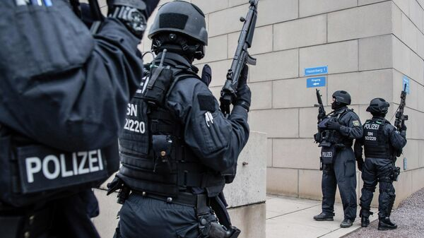 Полицейские у здания синагоги в городе Галле, Германия. 9 октября 2019