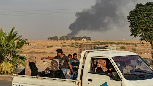 Дым от бомбардировок в провинции Эль-Хасака на северо-востоке Сирии. 9 октября 2019