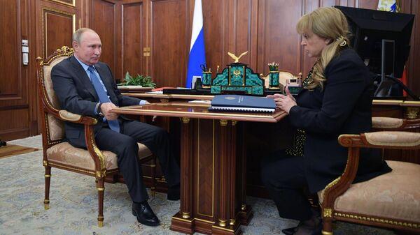 Президент РФ Владимир Путин и председатель Центральной избирательной комиссии  РФ Элла Памфилова во время встречи. 9 октября 2019