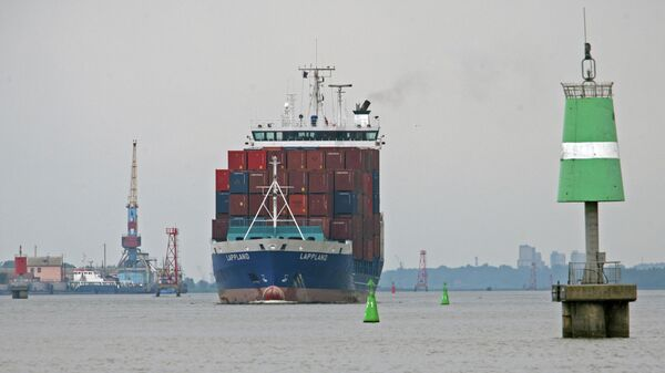Ученые указали на вред для экологии от использования контейнеровозов