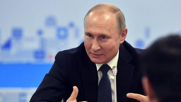 Владимир Путин во время встречи с руководителями международных спортивных организаций на полях VIII Международного спортивного форума Россия - спортивная держава в Нижнем Новгороде