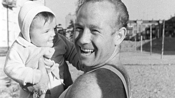 Космонавт Алексей Леонов с дочерью Викой