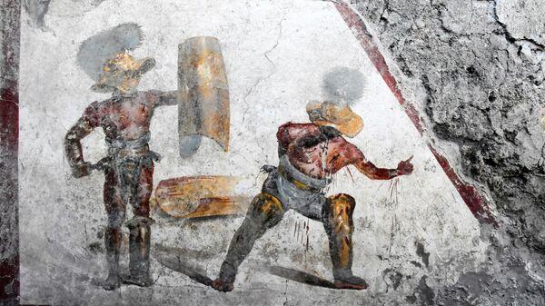 Фреска с изображением гладиаторов, обнаруженная при раскопках в Помпеях, Италия