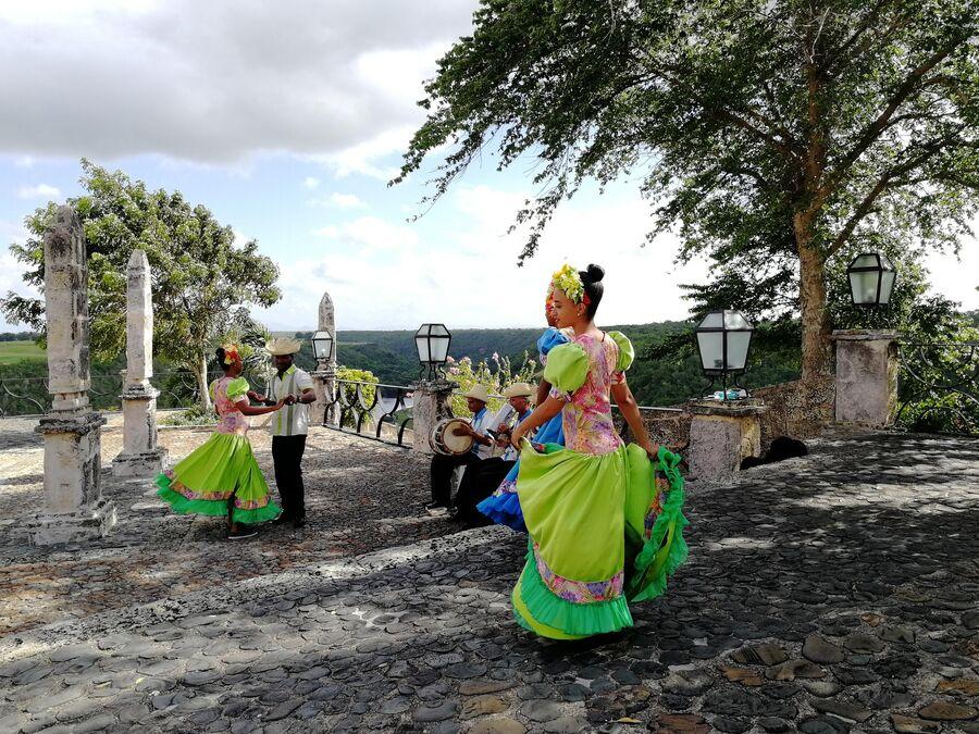Доминикана. Город художников Альтос–де-Чавон