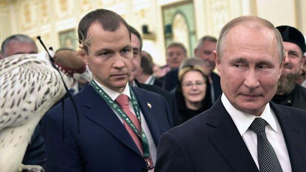 Президент РФ Владимир Путин на церемонии официальной встречи с королем Саудовской Аравии Сальманом бен Абдель Азиз аль Саудом