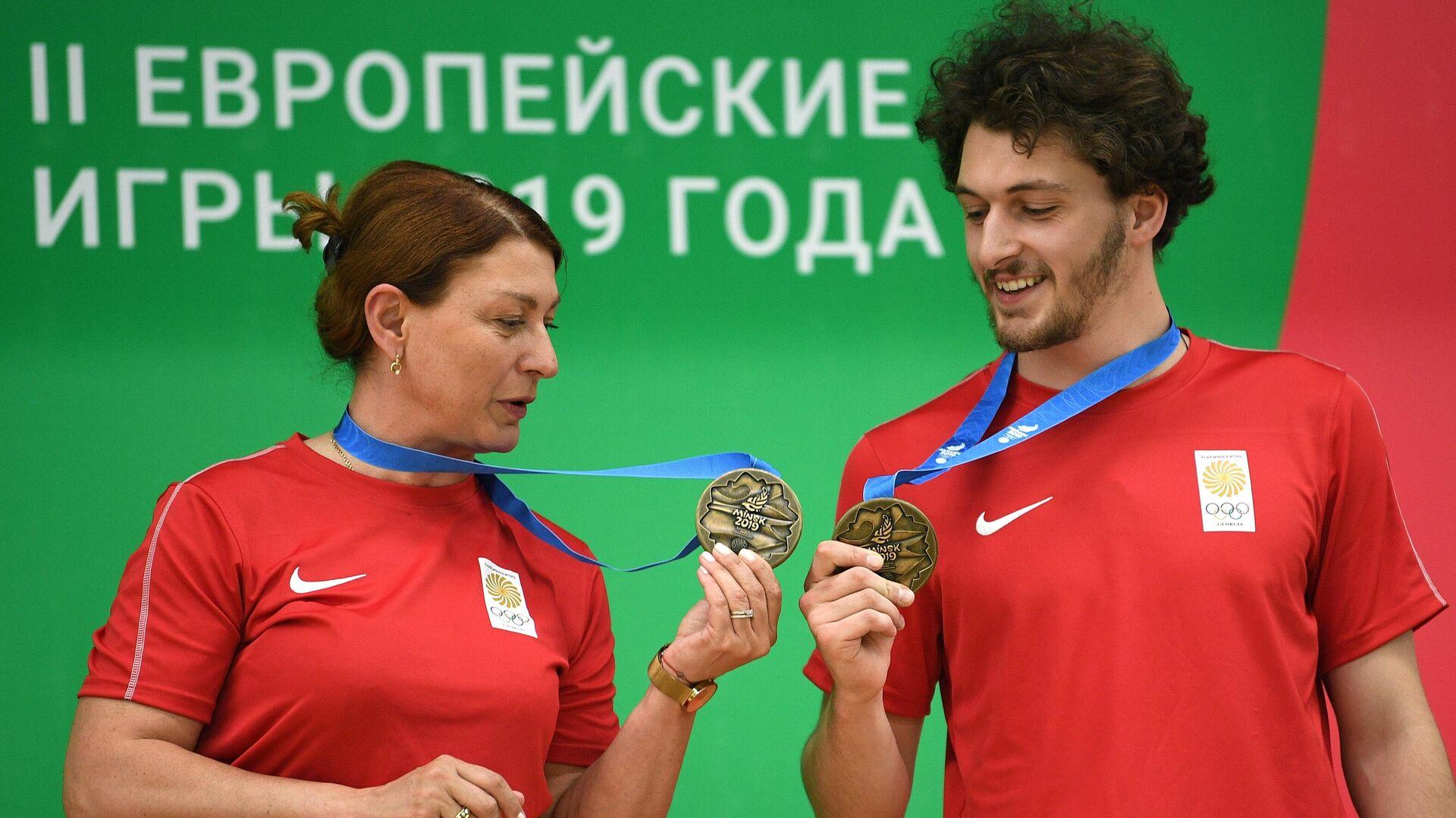Нино Салуквадзе (слева) - РИА Новости, 1920, 25.07.2021