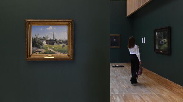Картина Московский дворик (1878 г.) во время подготовки выставки Василия Поленова в Третьяковской галерее на Крымском валу