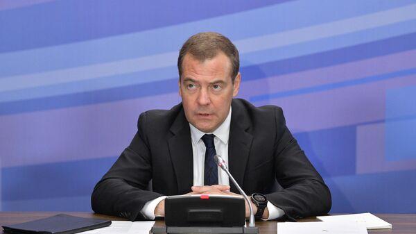 редседатель правительства РФ Дмитрий Медведев проводит совещание о ходе реализации национального проекта Безопасные и качественные автомобильные дороги