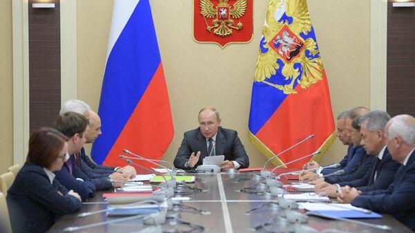 Президент РФ Владимир Путин проводит совещание по вопросу финансового оздоровления организаций ОПК. 16 октября 2019