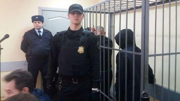 Суд Екатеринбурга выбирает меру пресечения в отношении троих подозреваемых в убийстве Ксении Каторгиной из-за автомобиля. 17 октября 2019