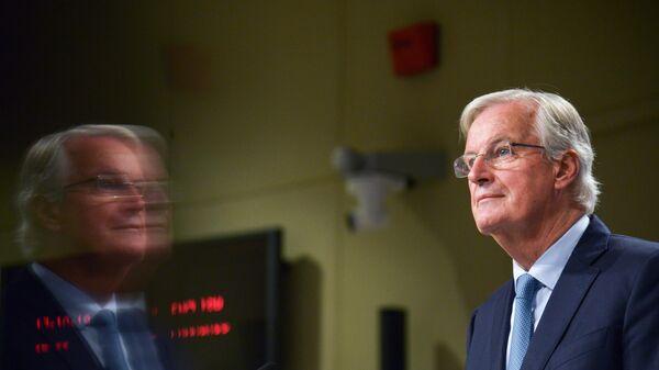 Глава делегации ЕС на переговорах по Brexit Мишель Барнье выступает на саммите ЕС в Брюсселе.