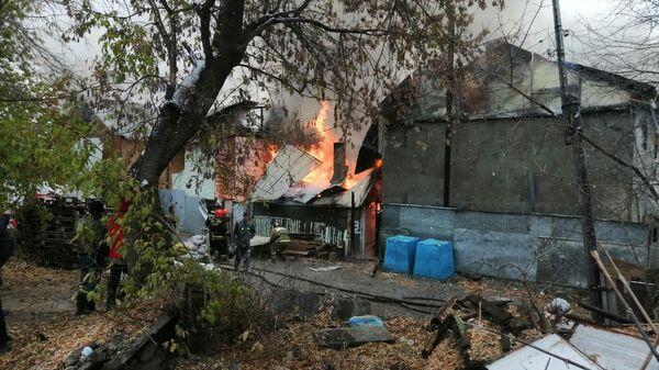 Открытое горение в двух жилых домах в Новосибирске