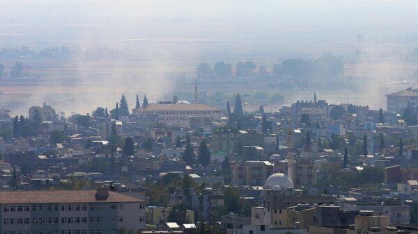 Дым поднимается над сирийским городом Рас-эль-Айн. 18 октября 2019