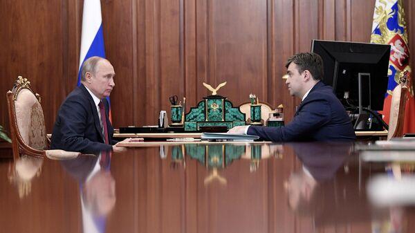 Президент РФ Владимир Путин и губернатор Ивановской области Станислав Воскресенский во время встречи. 18 октября 2019