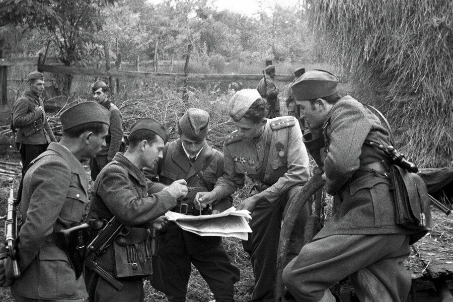 Югославские партизаны координируют свои действия с частями Советской Армии