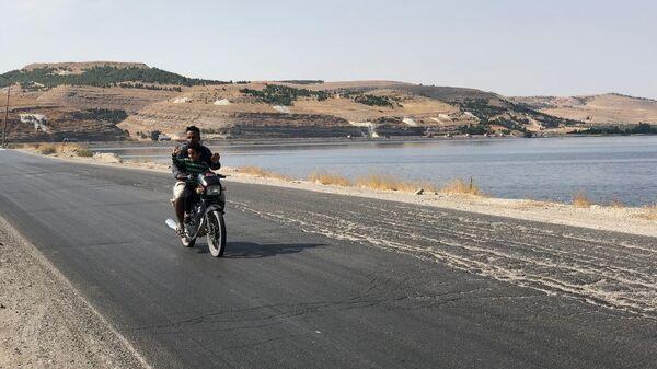 Район моста Каракузат соединяющий западный и восточный берег реки Евфрат на северо-востоке провинции Алеппо