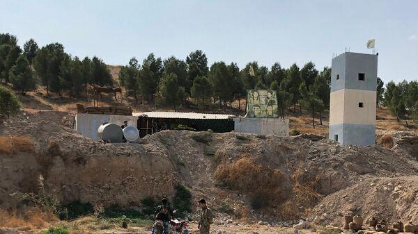 Курдский блокпост в районе Манбидж на трассе М4, переданный сирийской армии