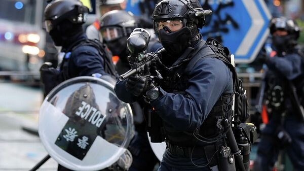 Полицейские во время протестов в Гонконге
