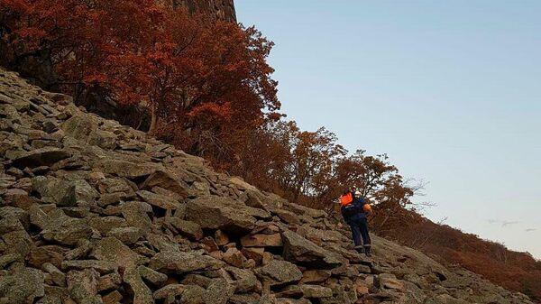 Спасатели на месте падения туристки вблизи ущелья Дарданеллы