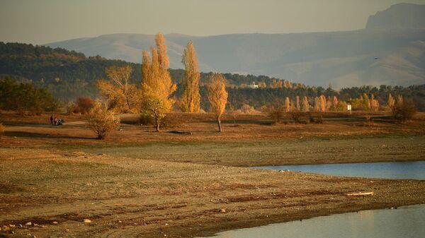 На берегу Симферопольского водохранилища в Крыму