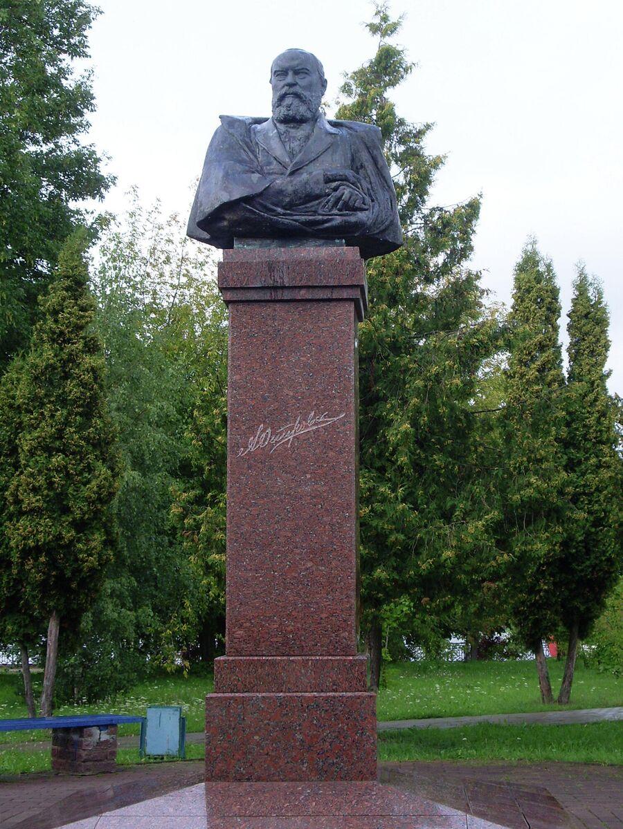 Памятник Островскому