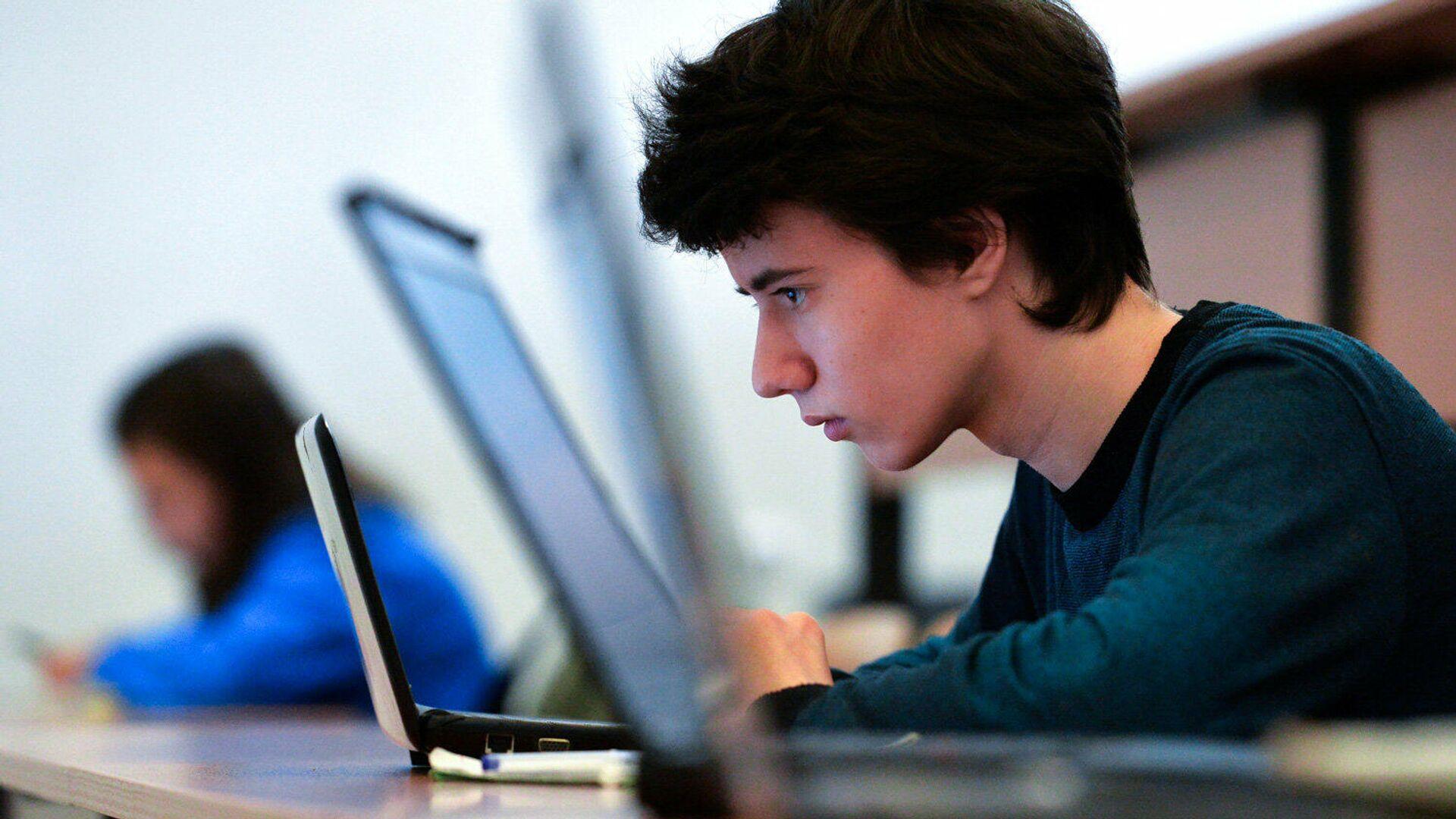 В октябре в России запустят первый онлайн-университет социальных наук - РИА Новости, 1920, 08.10.2020
