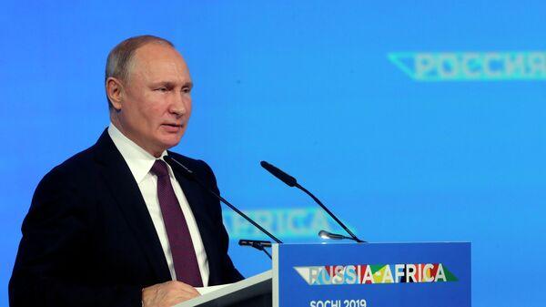 Президент РФ Владимир Путин выступает на форуме Россия - Африка в Сочи
