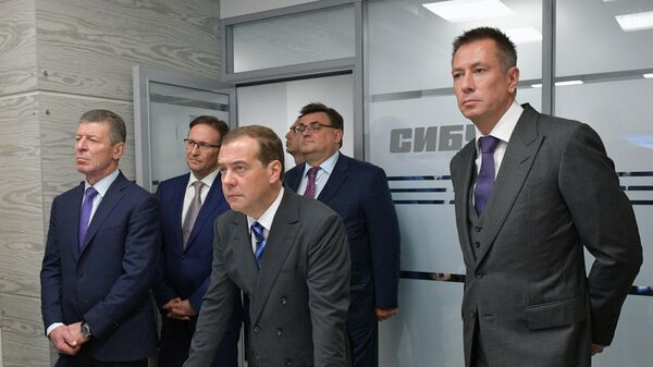 Премьер-министр РФ Дмитрий Медведев посетил ПАО Сибур Холдинг