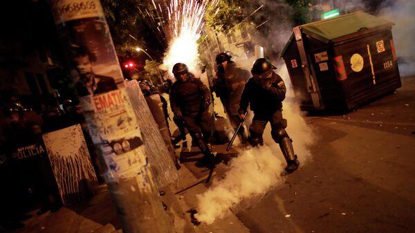 Силы безопасности во время акции протеста в Ла-Пасе,