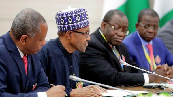 Президент Федеративной Республики Нигерии Мухаммаду Бухари (второй слева) во время встречи с президентом РФ Владимиром Путиным