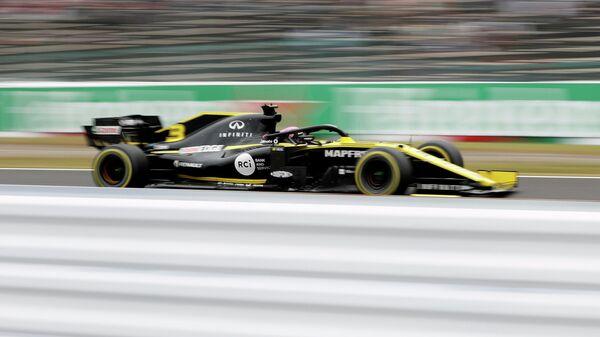 Болид Рено Дэниела Риккьярдо во время Гран-при Японии