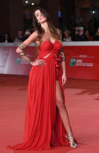 Модель Джада Джованелли на красной дорожке премьеры фильма режиссера Лорин Скафарии Стриптизерши (Hustlers) в рамках 14-го Международного кинофестиваля в Риме