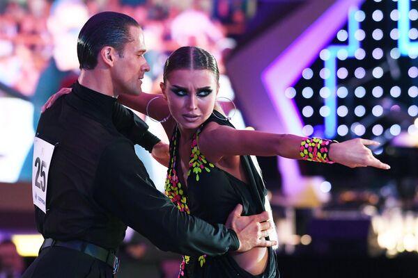 Участники Кубка мира по латиноамериканским танцам среди профессионалов выступают в Государственном Кремлевском дворце в Москве
