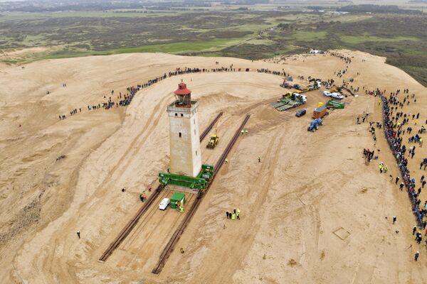 Перемещение маяка Рубьерг Кнуд с размывающегося берега в Дании