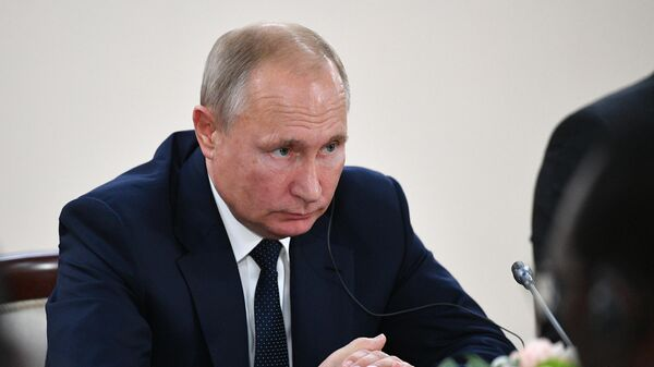 Президент РФ Владимир Путин во время встречи с президентом Республики Ангола Жоау Мануэлом Гонсалвешем Лоуренсу на полях саммита Россия - Африка