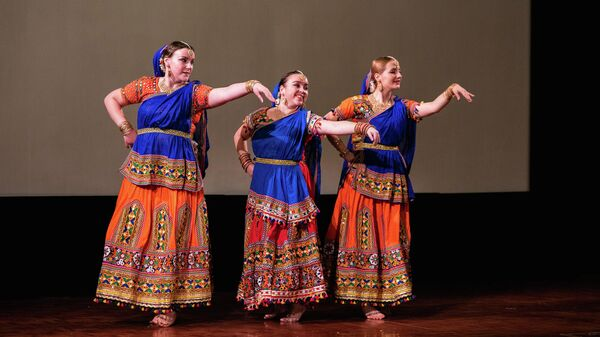 Танец на празднике Дивали в Москве