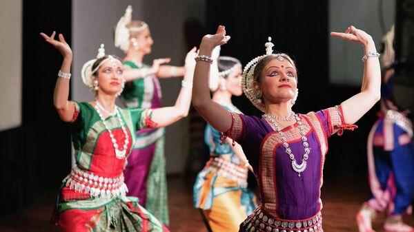 Участники празднования индийского фестиваля огней в Москве