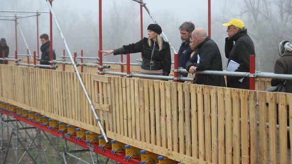 Общественники из США и Ирландии на КПП Станица Луганская в Донбассе