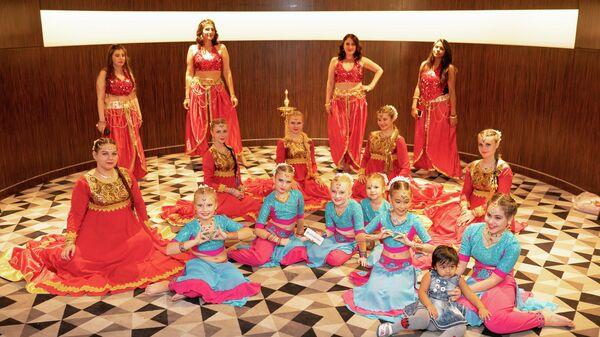Участницы празднования индийского фестиваля огней в Москве