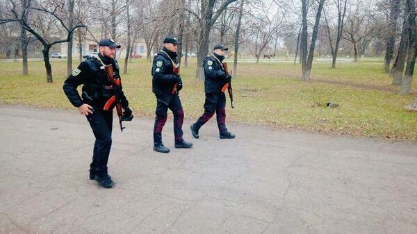 Сотрудники полиции Украины в Золотом-4